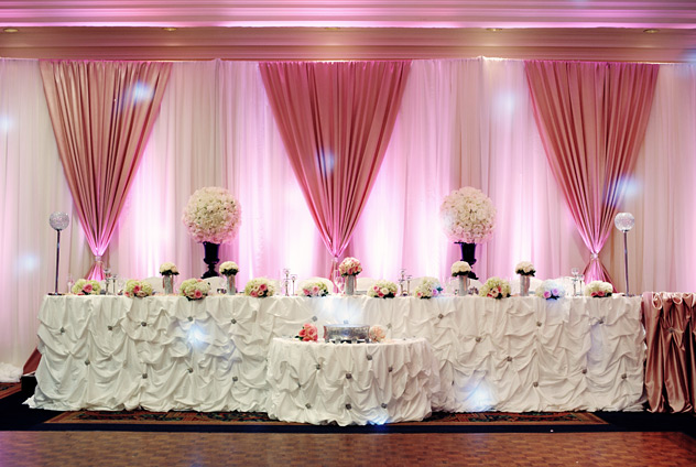 pink-head-table
